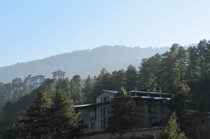 Mountain Lodge van afstand - Mountain Lodge - Bhutan - foto: Mieke Arendsen