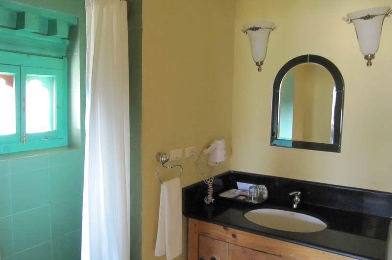badkamer van Hotel Dewachen - Hotel Dewachen - Bhutan - foto: Mieke Arendsen