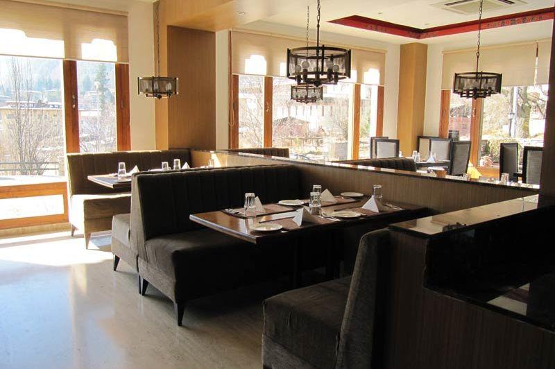 restaurant van het Osel Hotel - Osel Hotel - Bhutan - foto: Mieke Arendsen