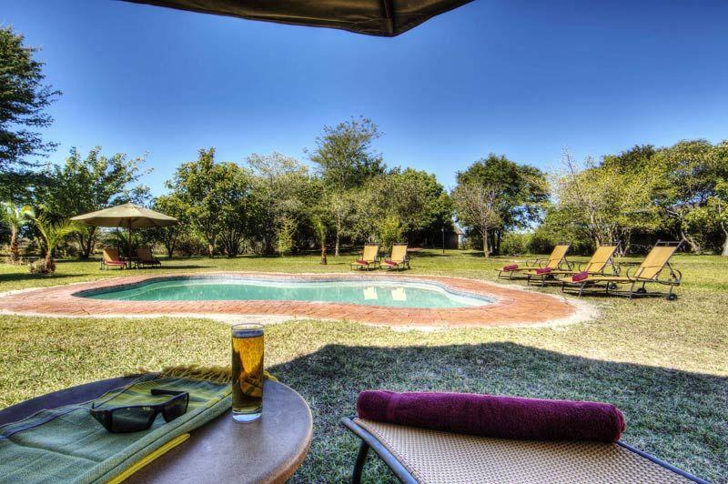 Chobe Savannah Lodge, zwembad - Chobe National Park - Botswana - foto: Chobe Savannah lodge