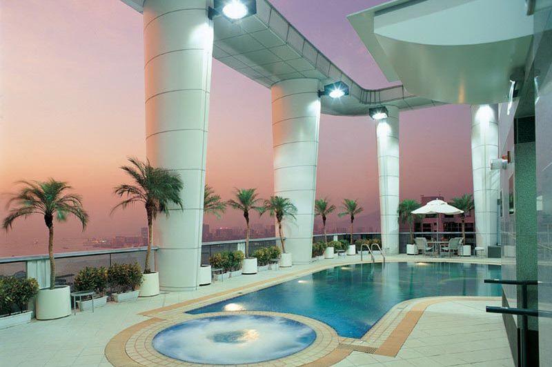 zwembad op dak - Metropark Hotel - Hong Kong