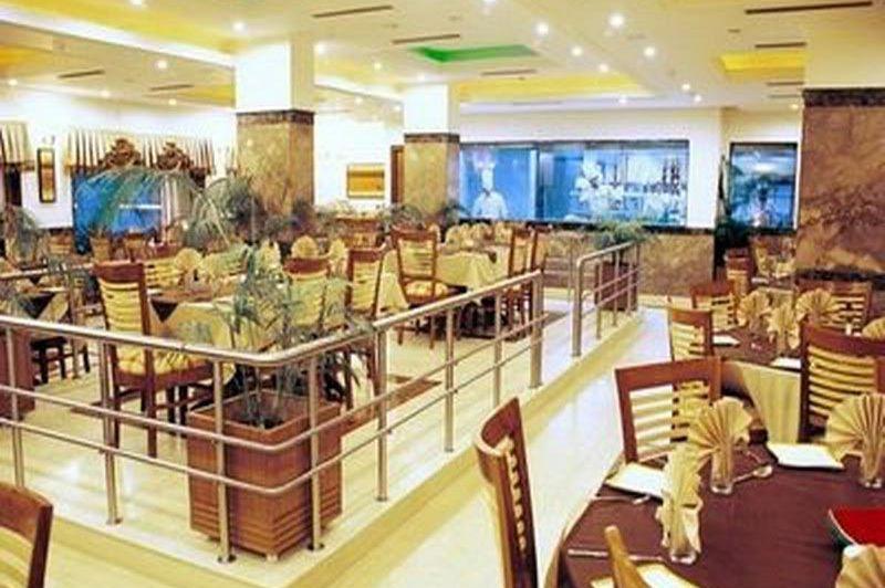 restaurant - Meraden Grand - Varanasi - India