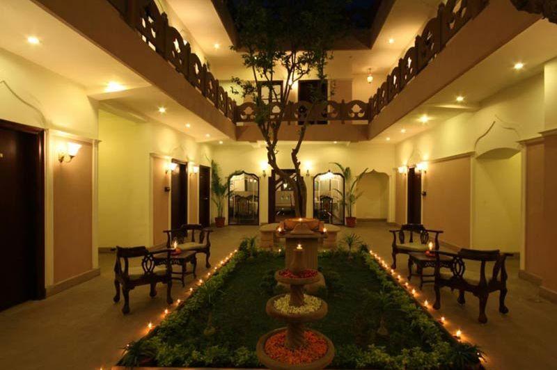 patio van Suryauday Haveli Varanasi - Suryauday Haveli Varanasi - India - foto: lokale agent