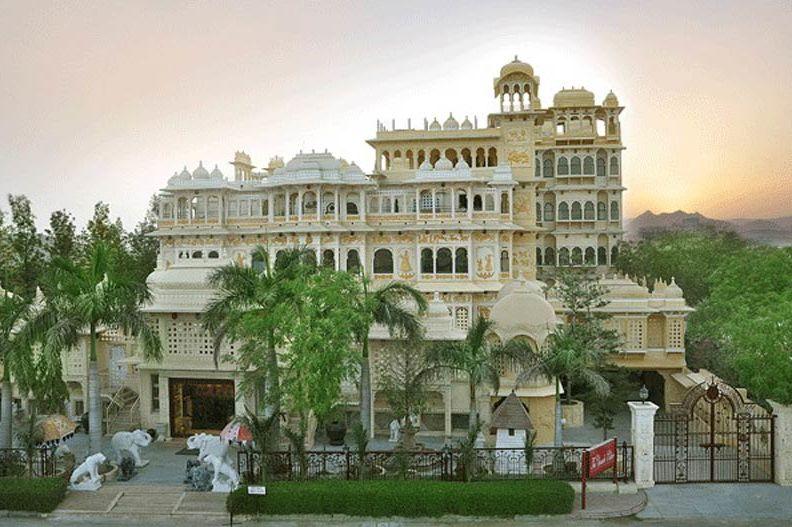 voorzijde van Chunda Palace - Chunda Palace - India - foto: Chunda Palace