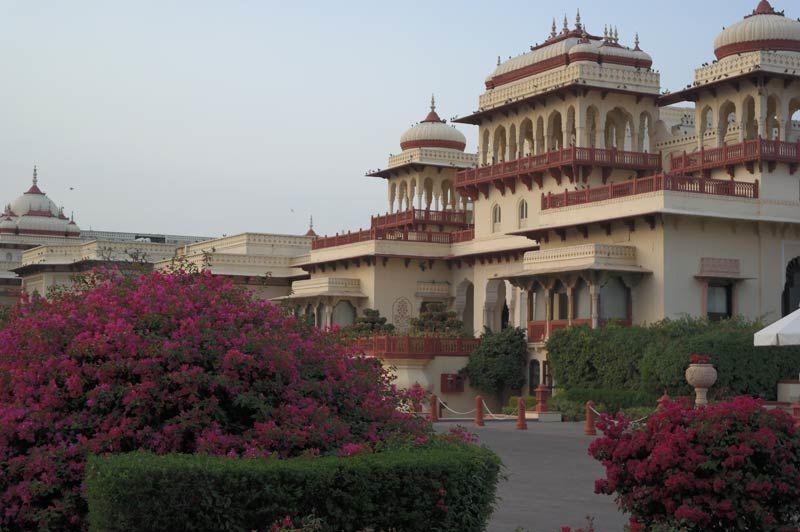bloemen voor accommodatie - Rambagh Palace - India - foto: Mieke Arendsen