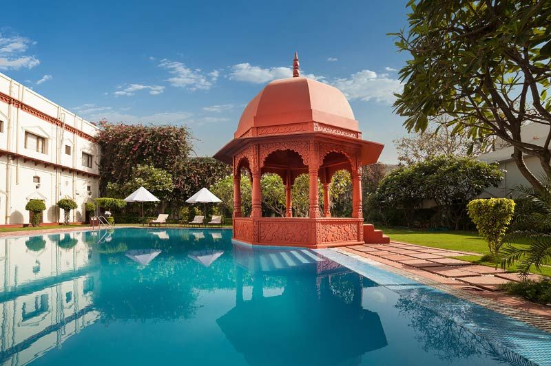 zwembad met prieeltje - The Grand Imperial Hotel - India