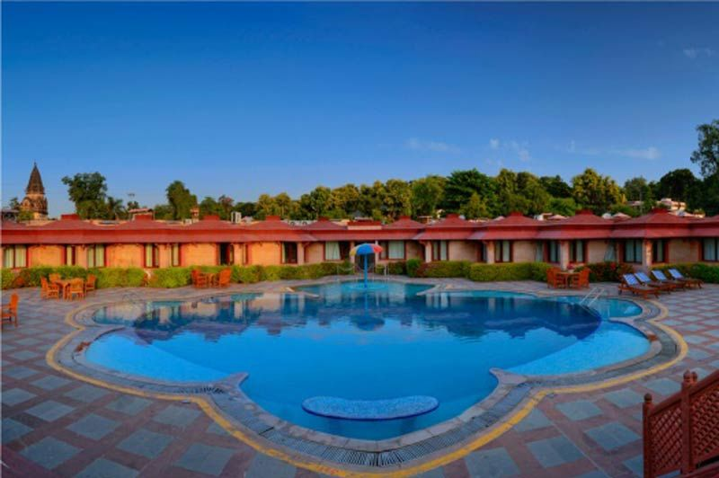 zwembad van het Orchha Resort - Orchha Resort - India - foto: Orchha Resort