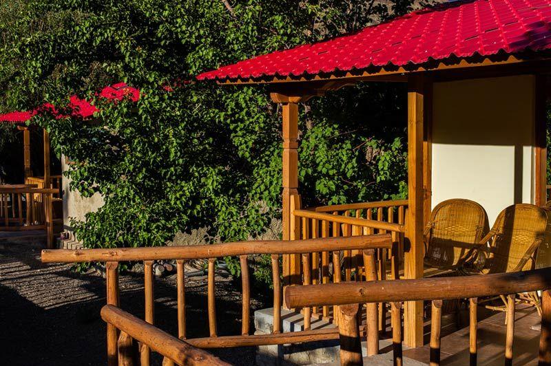 veranda van het Ule Ethnic Resort in Uleytokpo - Ule Ethnic Resort - India - foto: Ule Ethnic Resort