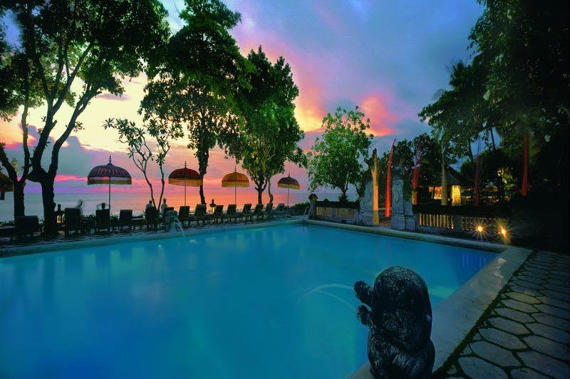 zwembad avond - The Oberoi - The Oberoi Seminyak - Indonesië