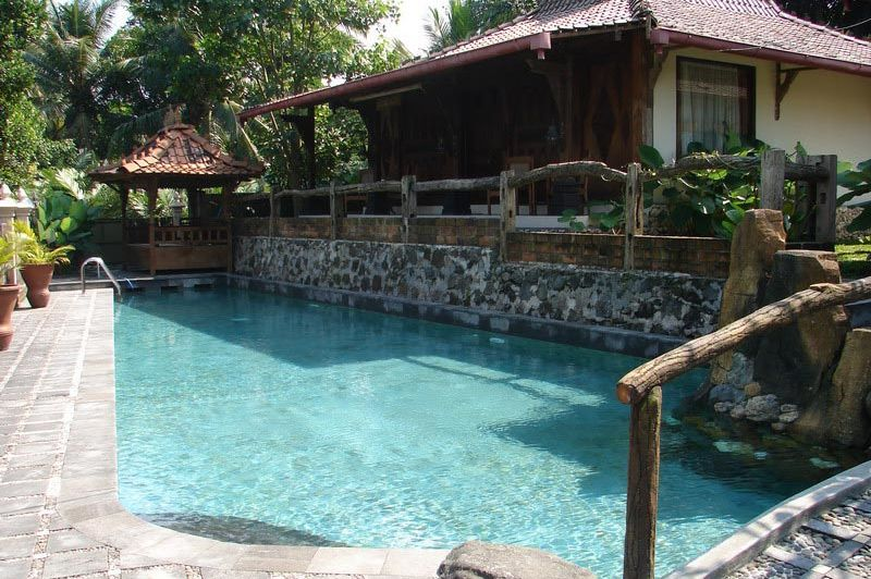 zwembad - Joglo Plawang boutique villa - Yogykarta - Indonesië
