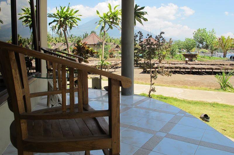 terras bij kamer Hotel Uyah Amed & Spa Resort - Hotel Uyah Amed & Spa Resort - Indonesië