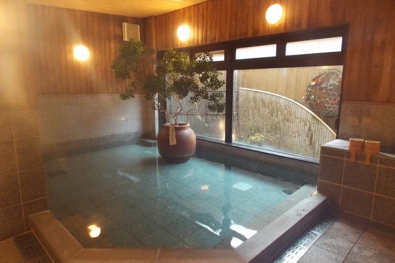 onsen in het Oyado Koto no Yume Takayama - Oyado Koto no Yume Takayama - Japan - foto: Floor Ebbers