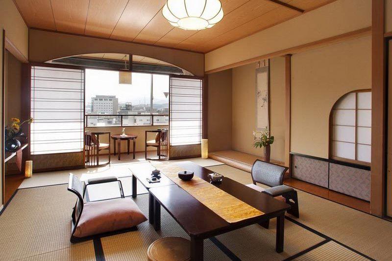 woonkamer en balkon in Honjin Hiranoya Kachoan Takayama - Honjin Hiranoya Kachoan Takayama - Japan - foto: Lokaal agent