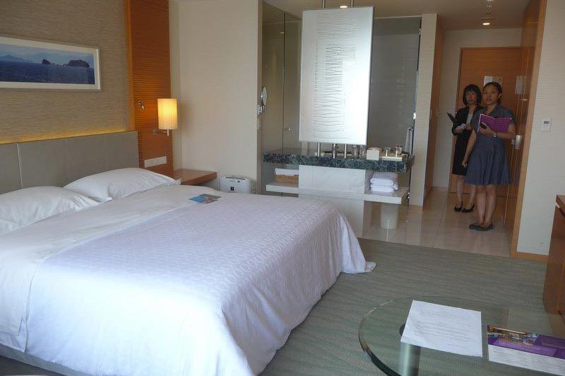 Double room in Sheraton Hiroshima Hotel - Sheraton Hiroshima Hotel - Japan - foto: Floor Ebbers
