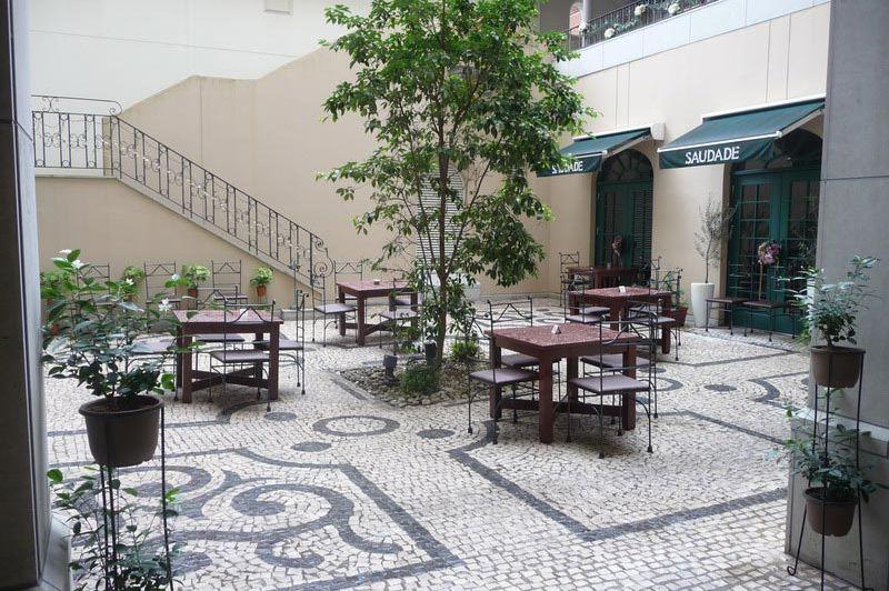 Binnenplaats Hotel Monterey Nagasaki - Hotel Monterey - Japan - foto: Floor Ebbers