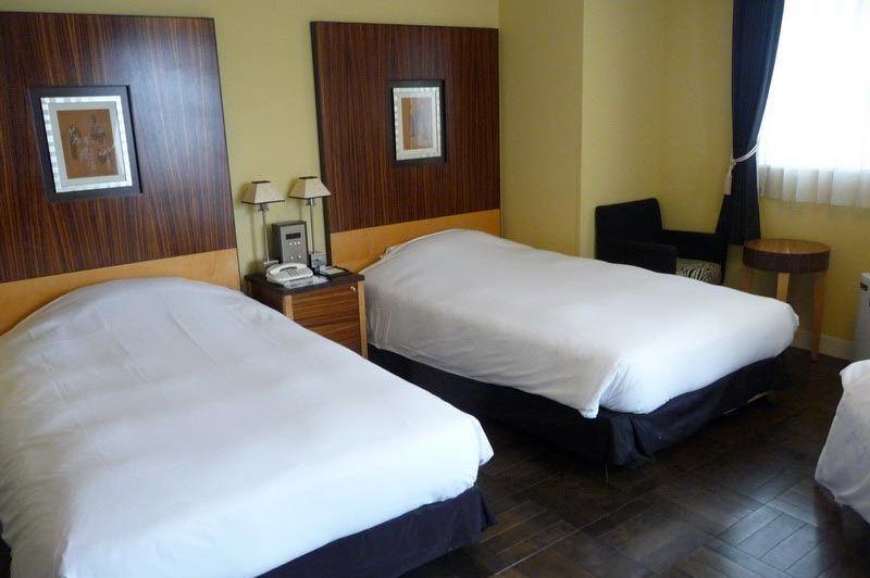 Twin room in Hotel Monterey La Soeur in Fukuoka - Hotel Monterey La Soeur - Japan - foto: Floor Ebbers