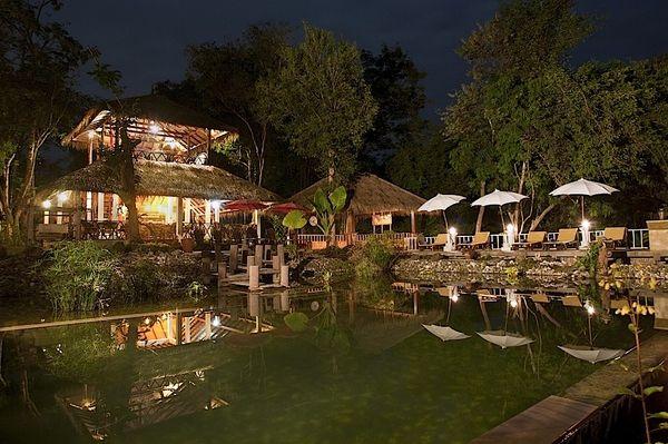 Laos - Luang Prabang - Zen Namkhan Resort - zwembad - foto: Zen Namkhan Resort