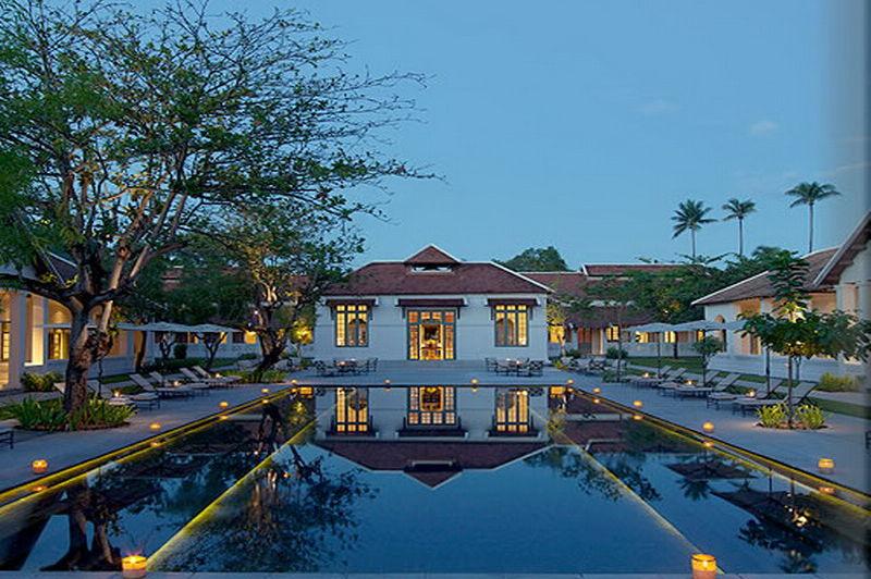Amantaka Hotel zwembad - Laos - foto: Tim Berentsen