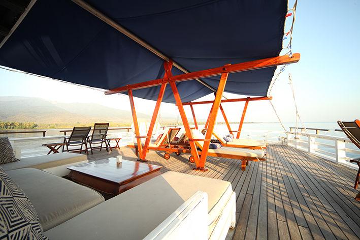 lounge dek zeilboot - Seatrek Bali - Indonesie - foto: Seatrek Bali