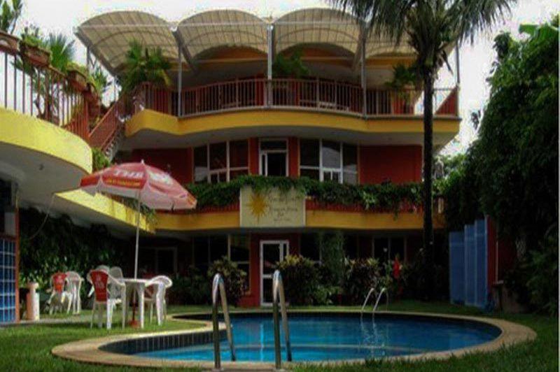 tuin met zwembad - Sharon Hotel - Tamatave - Madagaskar