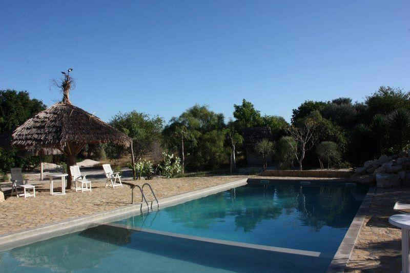 Zwembad Caliente Beach Hotel - Caliente Beach Hotel - Madagaskar - foto: Martijn Visscher