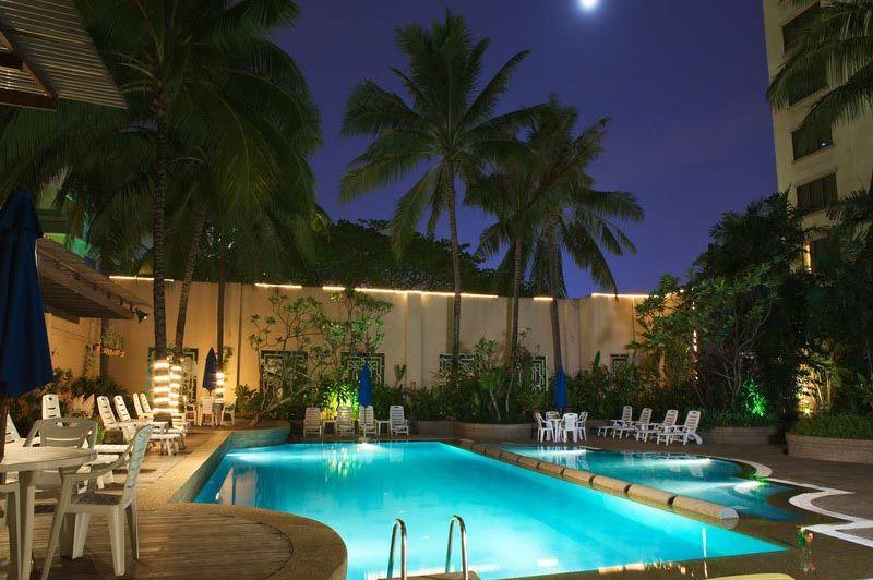 zwembad avond - The Royale Bintang - Kuala Lumpur - Maleisië