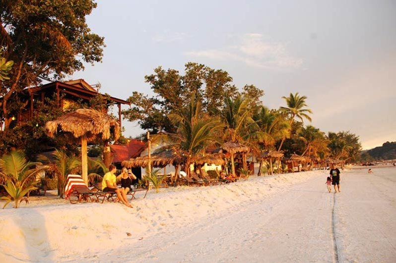 strand van Malibest Resort (2) - Malibest Resort - Maleisië - foto: lokale agent