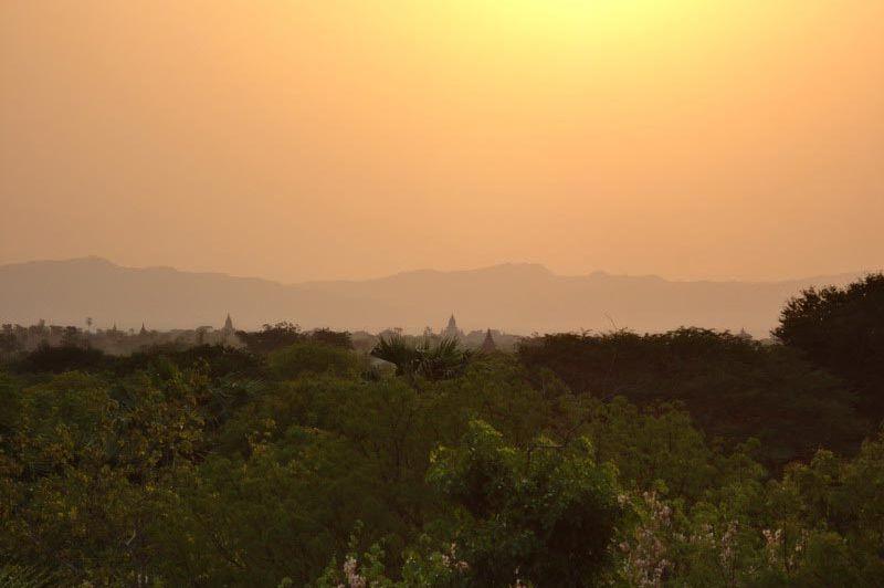 uitzicht Amazing Bagan Resort - Amazing Bagan Resort - Myanmar - foto: Floor Ebbers