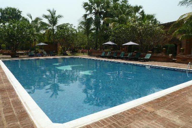 zwembad Amazing Bagan Resort - Amazing Bagan Resort - Myanmar - foto: Floor Ebbers