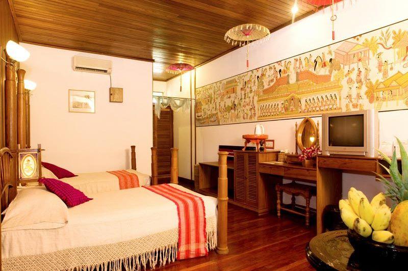 zwembad - Thazin Garden hotel - Bagan - Myanmar