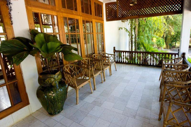buiten - Thazin Garden hotel - Bagan - Myanmar