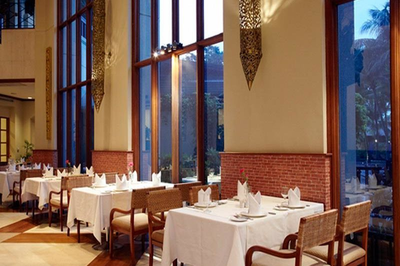 restaurant - CHATRIUM Hotel Royal Lake - Yangon - Myanmar