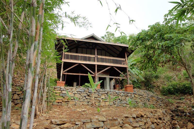 vooraanzicht Dat Taw Gyaint Waterfall Resort - Dat Taw Gyaint Waterfall Resort - Myanmar - foto: Floor Ebbers
