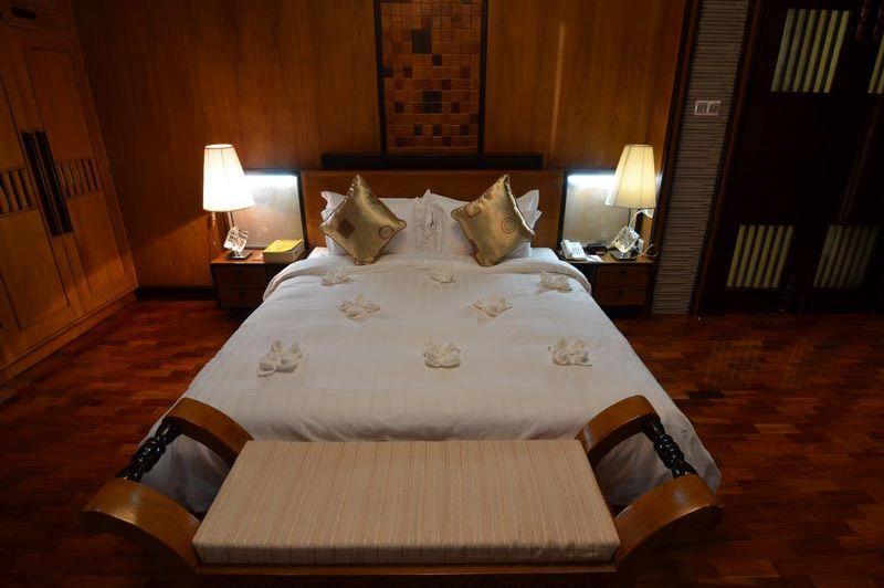 luxe kamer Shwe Pyi Thar -  Hotel Shwe Pyi Thar - Myanmar - foto: Floor Ebbers