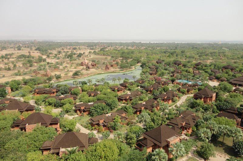 uitzicht Aureum Palace Hotel - Aureum Palace Hotel - Myanmar - foto: Floor Ebbers