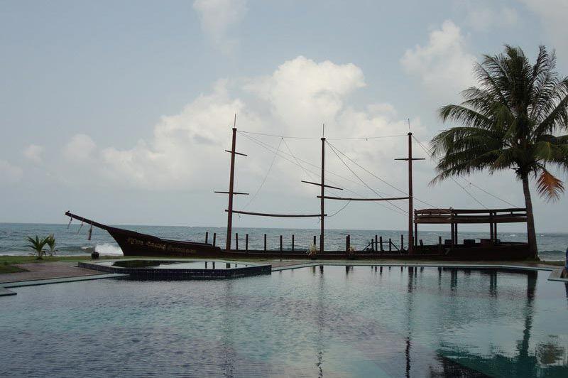 zwembad Aureum Palace Resort - Aureum Palace Resort - Myanmar - foto: Floor Ebbers