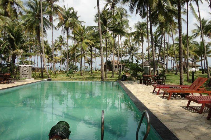 zwembad Emerald Sea Resort - Emerald Sea Resort - Myanmar - foto: Floor Ebbers