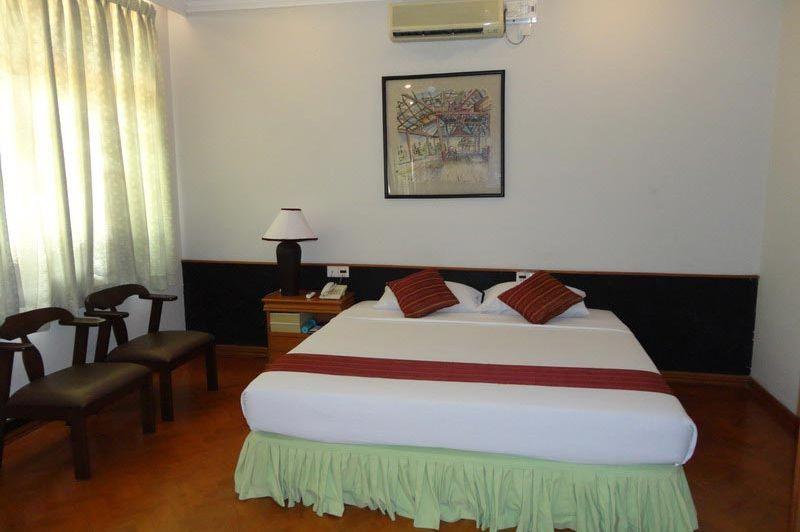 double room Mandalay City Hotel - Mandalay City Hotel - Myanmar - foto: Floor Ebbers
