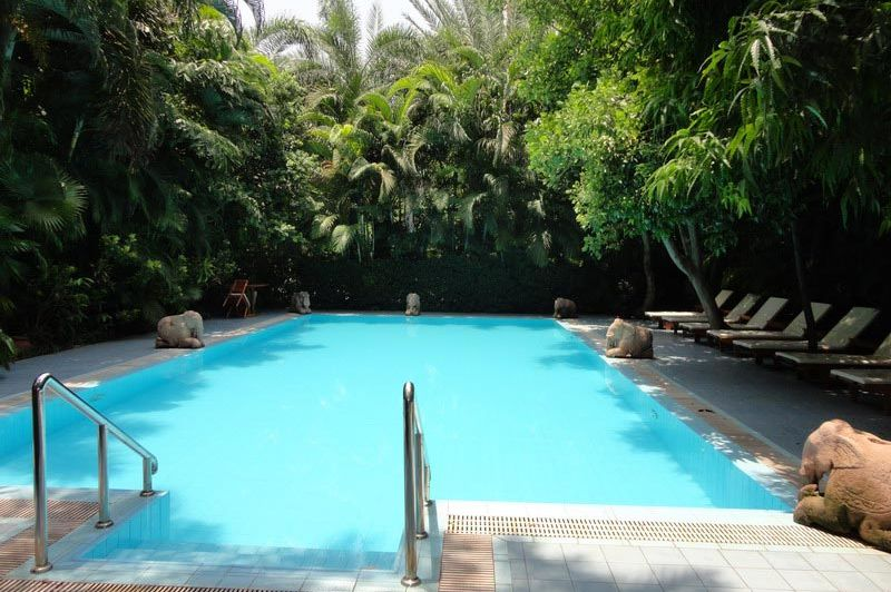 zwembad Mandalay City Hotel - Mandalay City Hotel - Myanmar - foto: Floor Ebbers