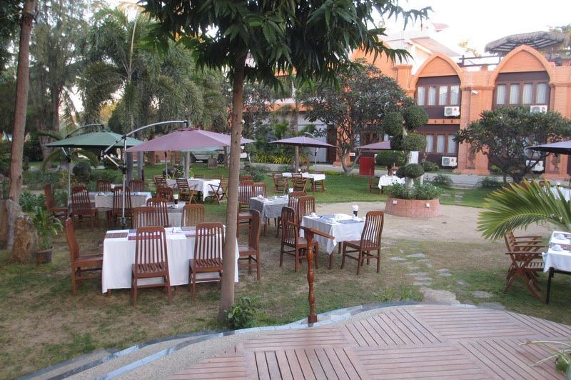 terras Bawga Theiddhi Hotel - Bawga Theiddhi Hotel Bagan - Myanmar - foto: Loes Sanderink