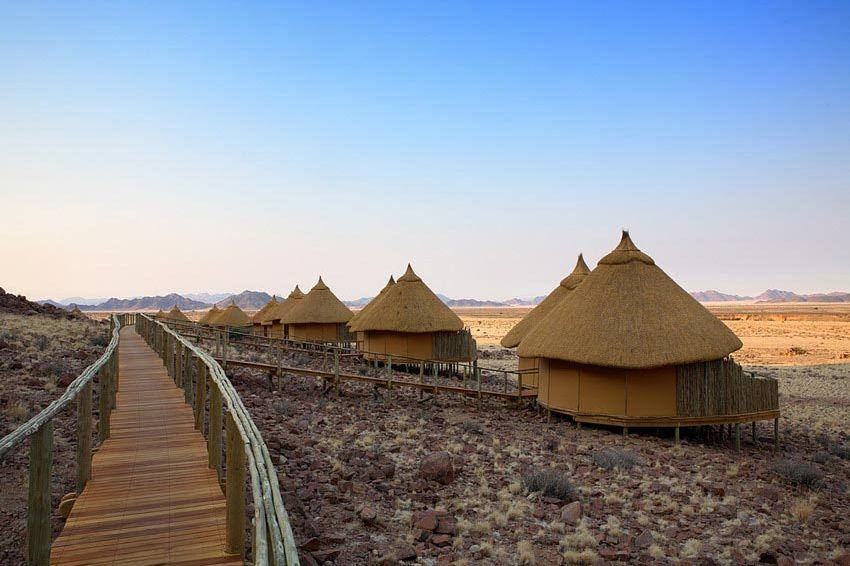 lodges op een rij buiten - Sossus Dune Lodge - Sossusvlei - Namibië