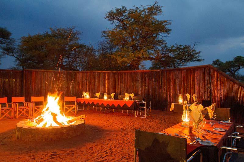 Intu Afrika Camelthorn, kampvuur - Kalahari Desert - Namibië - foto: lokale agent