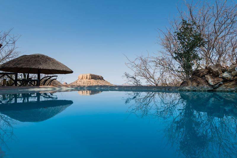 Vingerklip Lodge, zwembad - Damaraland - Namibië - foto: lokale agent