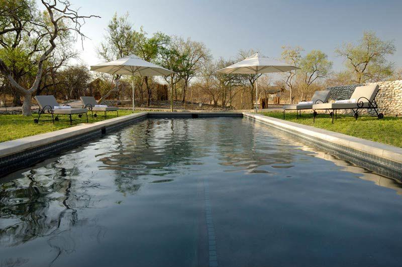 zwembad van Mushara Outpost - Mushara Outpost - Namibië - foto: Lokale agent