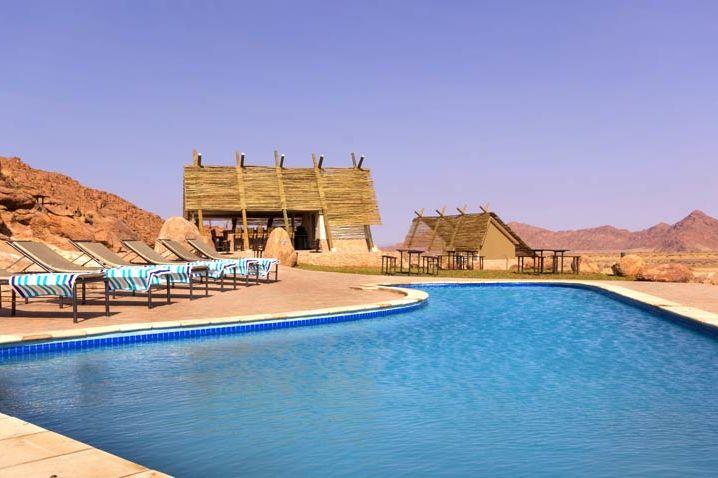 zwembad van Desert Quiver Camp - Desert Quiver Camp - Namibië - foto: Desert Quiver Camp