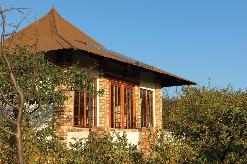 zwembad van Etosha Safari Lodge - Etosha Safari Lodge - Namibië - foto: Etosha Safari Lodge