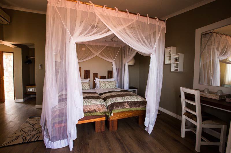 zwembad van Kalahari Anib Lodge - Kalahari Anib Lodge - Namibië - foto: Kalahari Anib Lodge