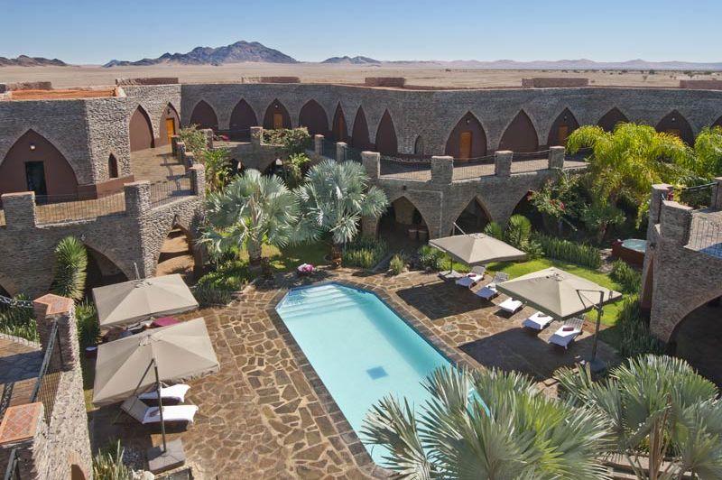 zwembad van Le Mirage Desert Lodge - Le Mirage Desert Lodge - Namibië - foto: Le Mirage Desert Lodge