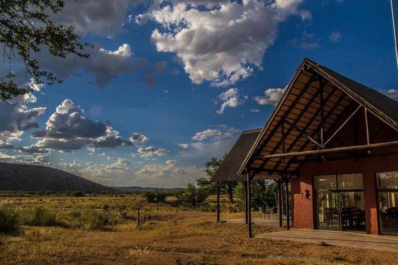 exterior Hobatere lodge - Hobatere lodge - Namibië - foto: Hobatere lodge