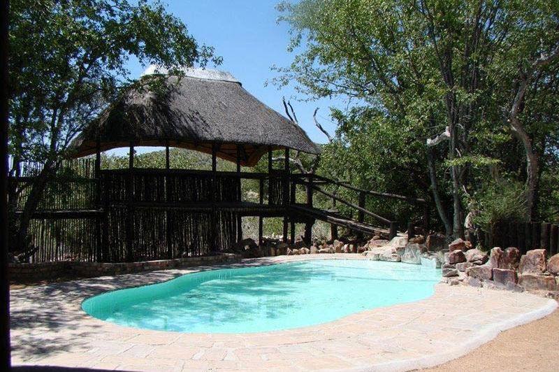 zwembad Hobatere lodge - Hobatere lodge - Namibië - foto: Hobatere lodge
